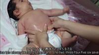 看外国宝妈是如何给肠绞痛的宝宝做排气操,好简单,可以学