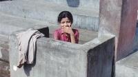 印度女人上厕所不带纸,那她们用的什么?看完厕所挺让人心酸的