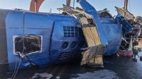 大巴坠河致14死 遇难者父母掏空积蓄买婚房