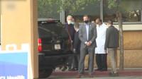 美前总统克林顿出院 此前因血液感染入院治疗 妻子希拉里在旁陪同
