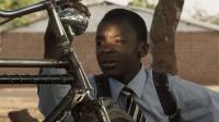 知识改变命运,男孩利用发电机和自行车做出风力水泵,改变命运