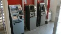 女子存款ATM机连吐40张大钞 民警:全给你
