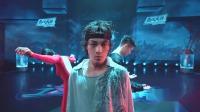 黄潇乔治《霸王别姬》舞台难度升级,张艺兴满意到表情失控