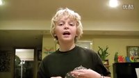 【时光】神奇小男孩用声音将玻璃酒杯震碎!