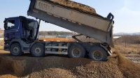 [挖掘机的视频]沃尔沃EC55B挖掘机和斯堪尼亚自卸车一齐互相合作