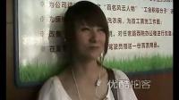 """[拍客]武汉美女司机扮相蹿红网络 被誉""""公交天使"""""""