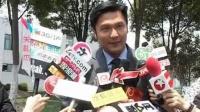 """关礼杰反串演十岁小孩 笑称与女儿感情似""""情侣"""" 110426"""