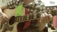 [拍客]男子吉他深情弹唱<青春>