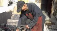 [拍客]年近九旬的卖炭翁依然自食其力