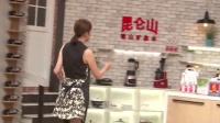 """叶一茜变身美厨娘大展厨技 """"暗嘲""""田亮不会做饭 160717"""