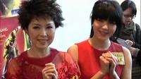 香港马场新年赛马日 官恩娜陪家人过新年很开心 110207