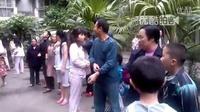 【拍客】四川雅安7.0级地震 成都震感强烈民众逃生现场!