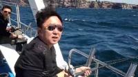 于谦澳洲再玩海钓 超强海风吹乱发型