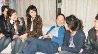 船王赵世曾于豪宅举行选美 女评委大展事业线 131125