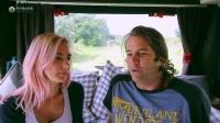 变身全职Rver:国外夫妇改装一辆1987年的Volvo豪华房车游世界