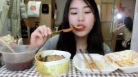 47.【吃播】街边夜宵 杂粮煎饼 炸鸡柳炸年糕 臭豆腐 红豆圆子粥