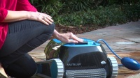 海豚游泳池过滤袋如何清洗,海豚游泳池全自动清洗机保养,泳池清洁设备维护视频赏析