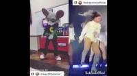 粉丝变身可爱玩偶模仿碧昂丝多个经典舞蹈
