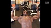 世界上最标准健美运动员Ulisses JR的胸部肌肉训练 (2)