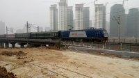 HXD3C牵引K257次出襄阳火车站