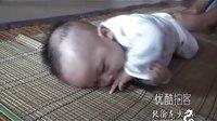 [拍客]狠心父倒提女婴乱抖致脑瘫