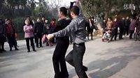 【花式三步踩】 武汉中山公园2013年元月10日老师表演