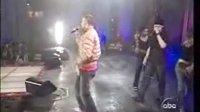 绝对的精品Justin贾斯汀边唱边跳精彩演绎Cry Me A Rive
