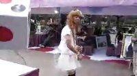 【拍客】超搞笑男生反串----婚纱版