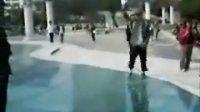 模仿杰克逊舞蹈