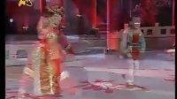 孔莹和李康康表演《刘海砍樵》
