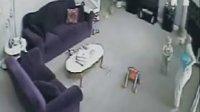 搞笑!猫咪护主狂殴保姆视频网络爆红