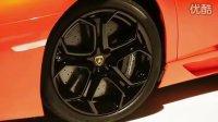 独家报道:兰博基尼LP700 - 4 Aventador新车展示,全红车身,豹眼大灯。