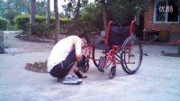 脊髓损伤颈椎567高位截瘫残疾人蹲练习移动地上到轮椅