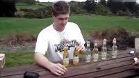 【男子2分钟连吹6瓶酒 亮点在后面】我整个人都哈哈哈哈哈了~!!!
