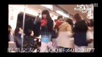 [经典]实拍台北辣妹穿小内裤乘地铁引骚动