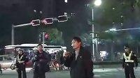 现场直击特警闪电解救疑似精神男...拍摄:黄富昌 制作:黄富昌