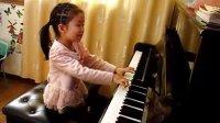 女儿弹钢琴