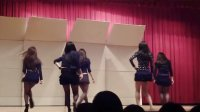 年会高中美女的爵士舞表演