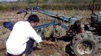 湖北广水市十里办事处青年农民冯明勋介绍他的新型手扶拖拉机专利