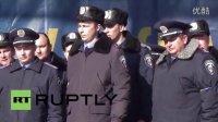乌克兰:警察军人集体倒戈,声援反政府示威