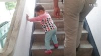 20131024-二区7栋-小丸子自己爬楼梯