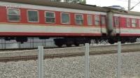老虎牵引K9311次列车通过786工地