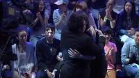 【拍客】2014《最美和声》 导演韩红给选手打气