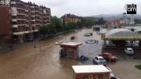 大自然的力量!实拍5分钟内洪水淹没城市