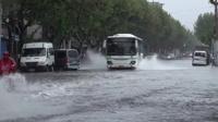 上海公交 暴雨中的杨树浦路隆昌路