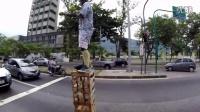 公路上的街头表演很危险