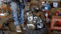 很牛逼的摩托车维修视频(zj125大修)摩行世界档齿曲轴离合器环活塞