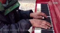 Homeless man on the street plays beautifully (Remix - Ho