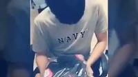 台湾女孩坐车送男友jordan球鞋,男友感动得说不出话
