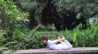 美女床上运动姿势锻炼